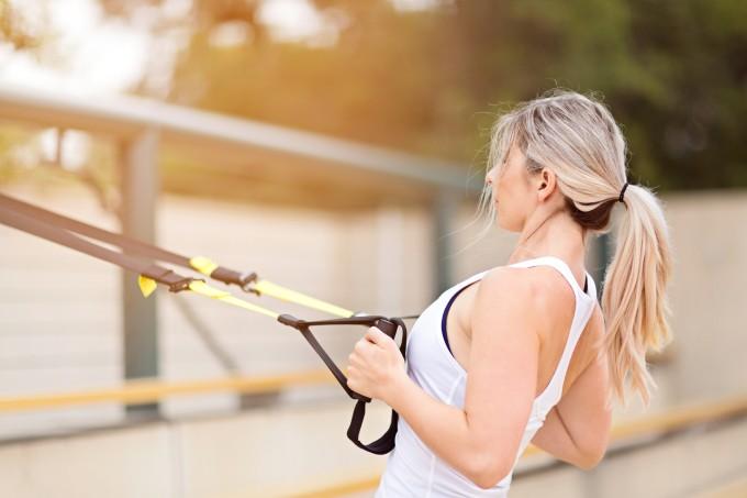 Mulher-fitness-TRX