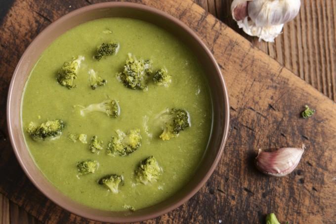 Sopa creme de brócolis e requeijão