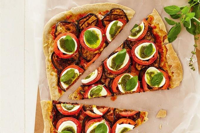 Pizza com biomassa de banana verde e berinjela