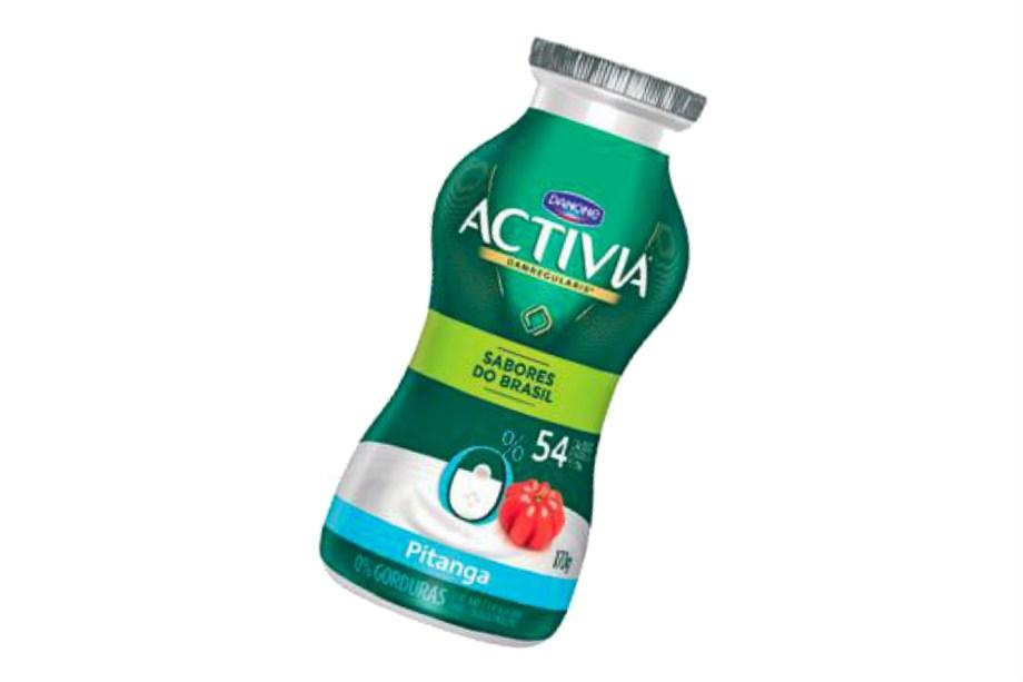 """<span style=""""font-weight:400;"""">O iogurte de pitanga faz parte da nova linha Sabores do Brasil, da Activia. Adoçado com sucralose e zero gordura, contém 54 calorias na garrafinha (R$ 2,29, 170 g). Outras opções: coco, jabuticaba e carambola. *</span><i><span style=""""font-weight:400;"""">Preço pesquisado em maio de 2017</span></i><span style=""""font-weight:400;""""> </span>"""