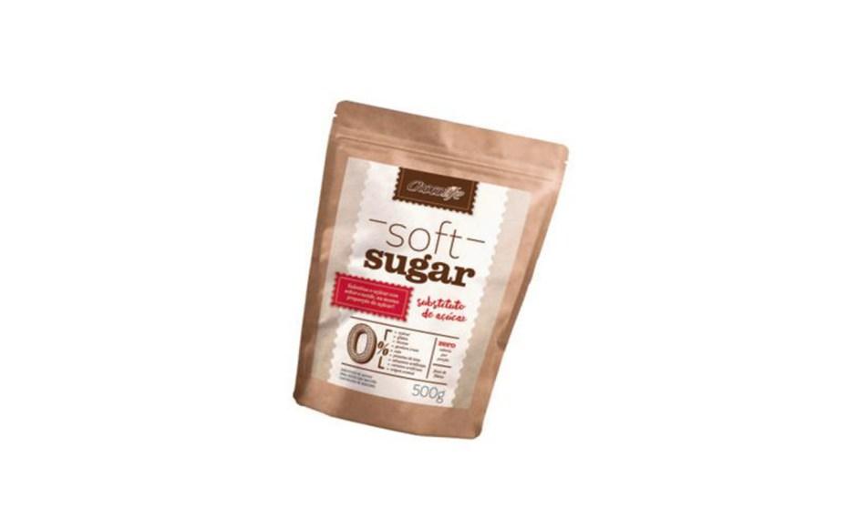 O Soft Sugar, da Chocolife, é um mix de adoçantes naturais (eritritol, polidextrose e estévia) livre de calorias (R$ 50 o pacote de 500 g). Não deixa sabor residual e oferece uma boa dose de fibras. Preços pesquisados em novembro de 2016.