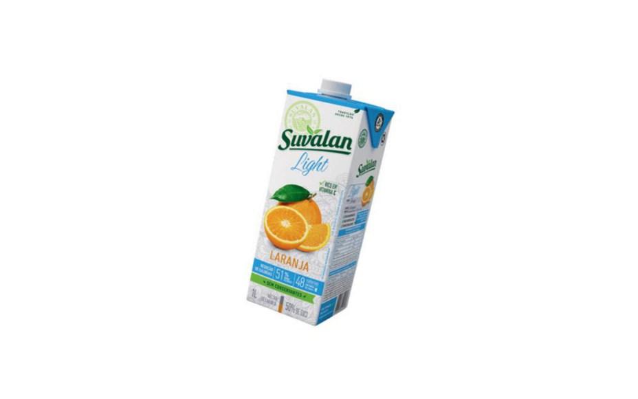 A versão light do suco de laranja Suvalan traz a metade das calorias (48 em 1 copo de 200 ml) que a versão original. Não contém conservantes e é rico em vitamina C (R$ 6 a embalagem de 1 litro).Preços pesquisados em novembro de 2016.