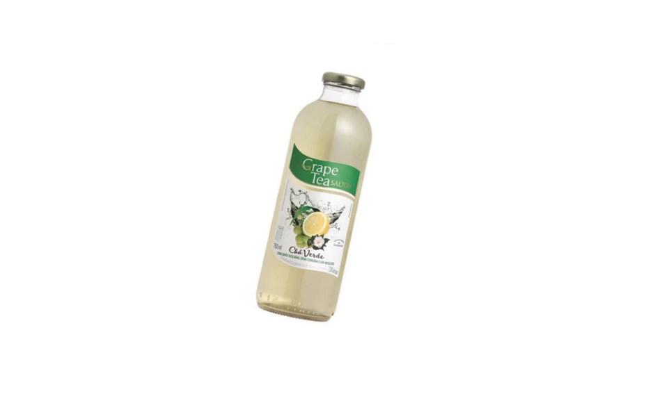 O chá-verde com limão- -siciliano, erva-cidreira e moscato faz parte da linha Grape Tea, da Salton (R$ 11 a garrafa de 750 ml). Adoçado com sucralose, são 15 calorias por copo (200 ml). Preços pesquisados em novembro de 2016.