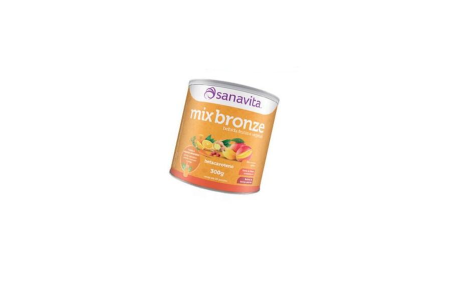 À base de frutas e vegetais ricos em betacaroteno, o Mix Bronze Sanavita reforça as nossas defesas e prolonga o dourado da pele (300 g, R$ 64,90). Uma colher do pó tem só 37 calorias e rende um copo da bebida. Preços pesquisados em outubro de 2016.