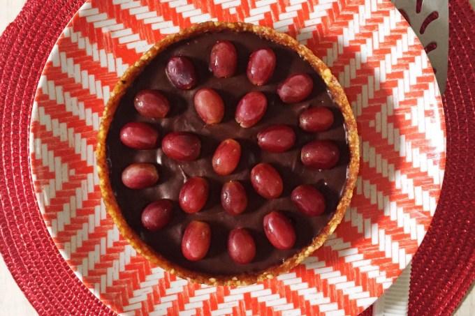 torta-ganache-chocolate-amargo-noz-peca-uvas