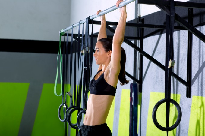 Mulher-exercício-barra