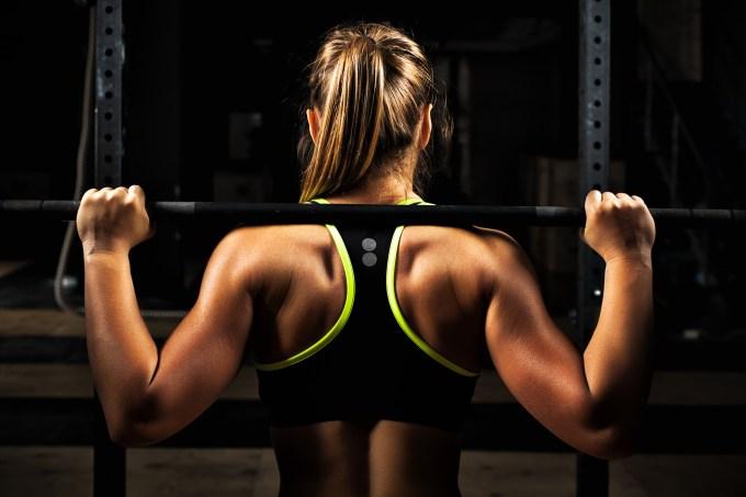 mulher-fazendo-musculação