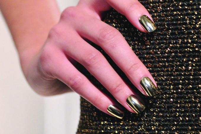 Unhas douradas esmalte dourado