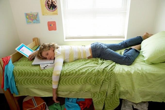 mulher-cansada-cama