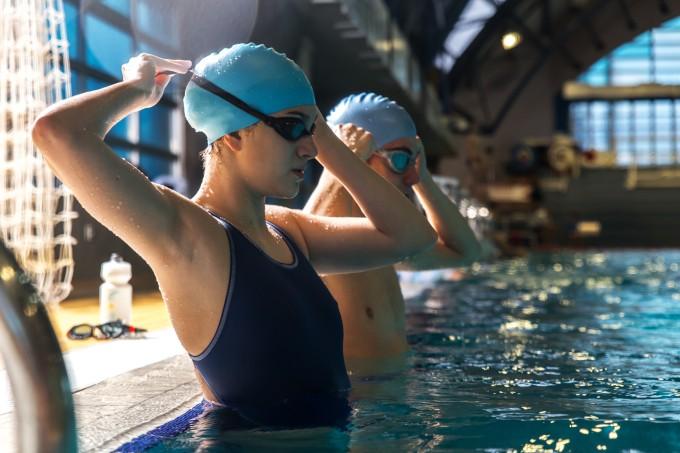 casal-nadadores