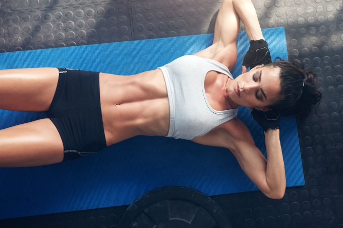 mulher-academia-abdominal