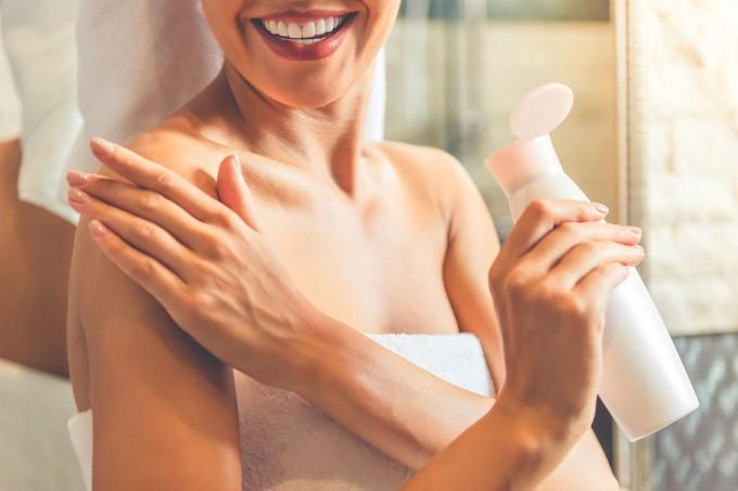 mulher-banho-creme