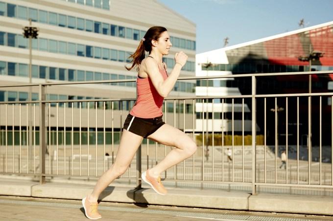 mulher-corrida-esporte