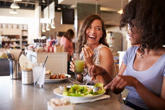 amigas-dieta-restaurante