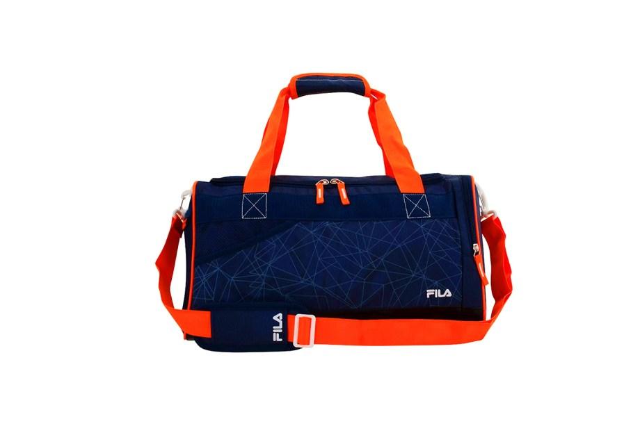 """<b><span>Mala Fila Trainer, <a href=""""https://www.fila.com.br/"""" target=""""_blank"""" rel=""""noopener"""">Fila</a>, R$ 100</span></b><span>(Preço pesquisado em agosto de 2017).</span>Cabe sua vida inteira dentro dessa mala! Além das roupas e dos acessórios de treino, dá para carregar calçados, peças molhadas e ainda os itens de banho."""