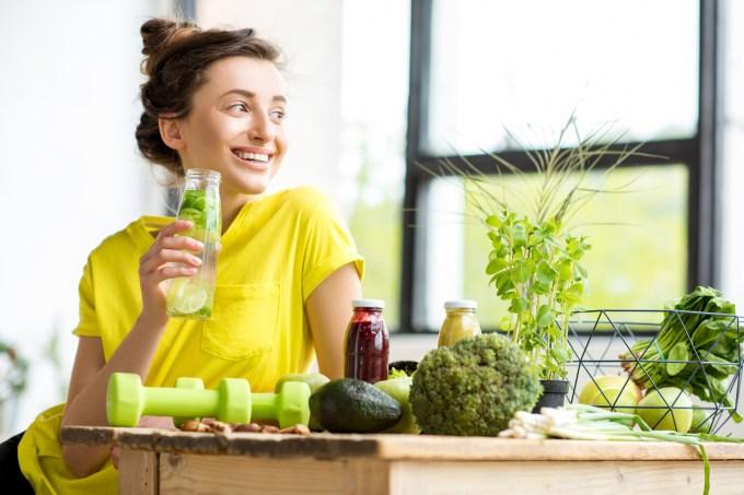 mulher-dieta-vegetais-frutas
