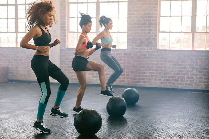 mulheres-treinando-funcional