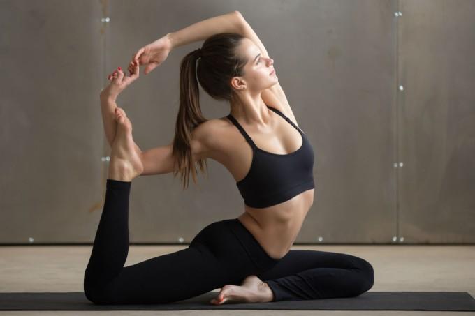 mulher-praticando-ioga