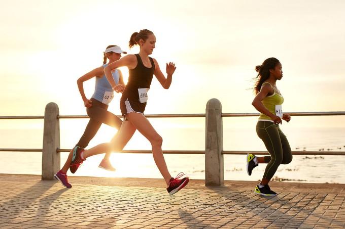 mulheres-correndo-na-rua