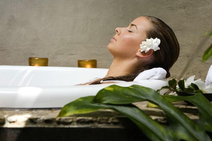 spa-banheira-relaxando