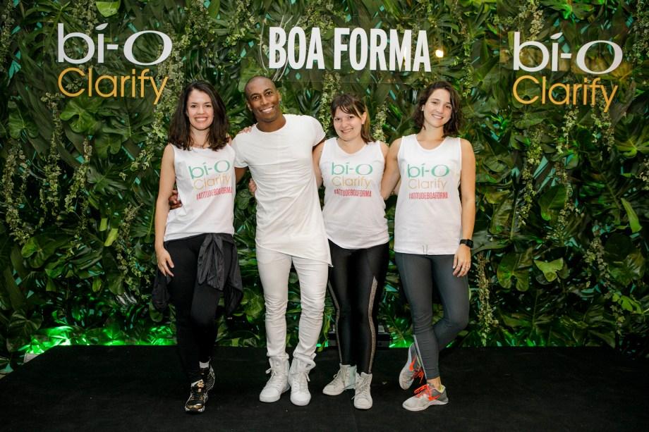 """<p style=""""text-align:justify;"""">As editoras Daniela Bernardi e Gislene Pereira, junto com a redatora-chefe de BOA FORMA, Juliana Diniz, também colocaram as mãos para o alto e dançaram muito com o professor Alan Brasil.</p>"""