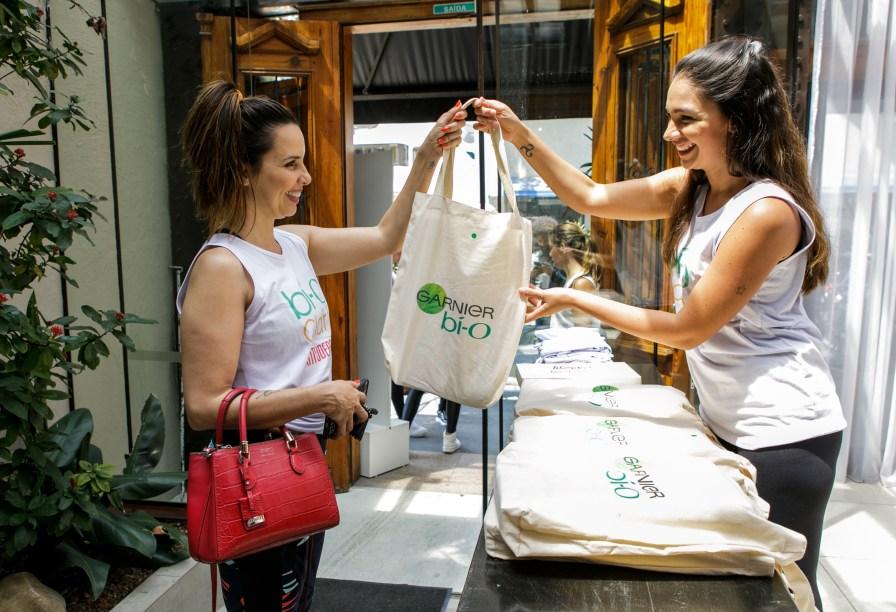 No final do evento, as convidadas ganharam uma exclusive gift bag.