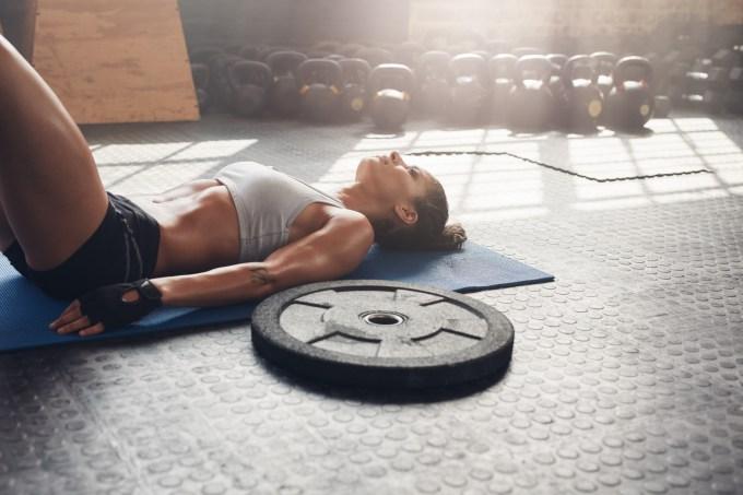 mulher-academia-pos-treino