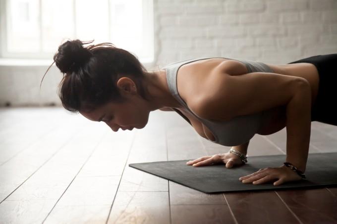 mulher-ioga-academia