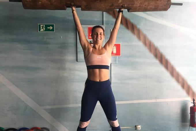 daniela bernardi treinando strong funcional com tronco