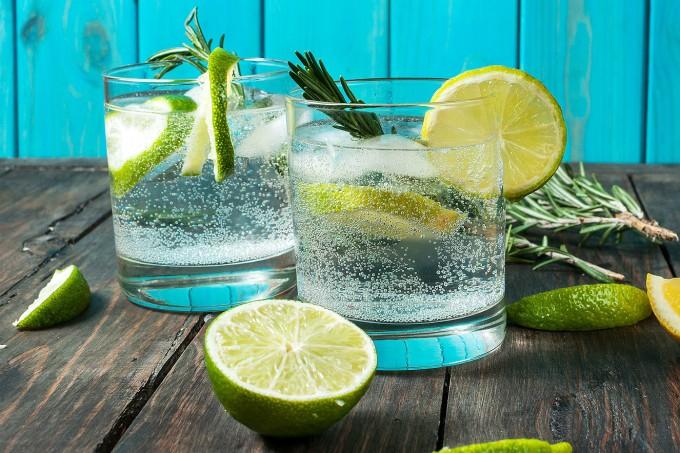 agua-com-gas-bebida