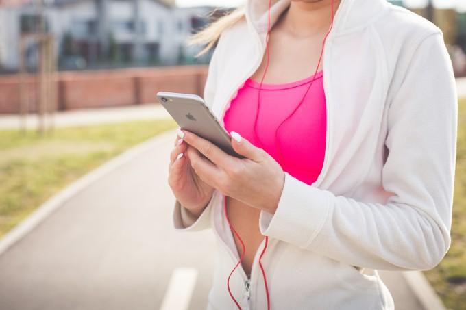 mulher-fitness-musica