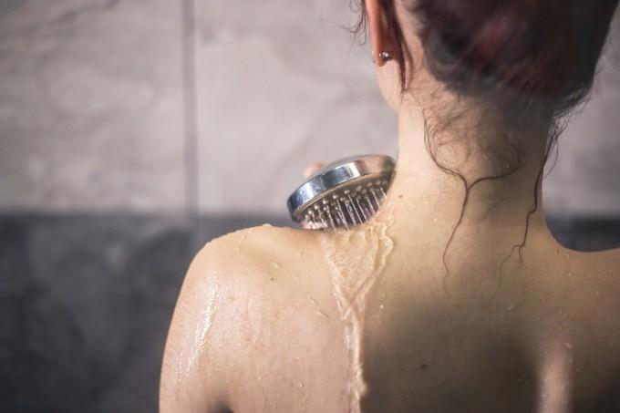 mulher=tomando-banho