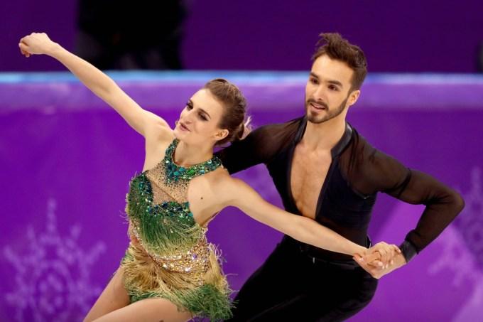 Gabriella Papadakis e Guillaume Cizeron patinação no gelo