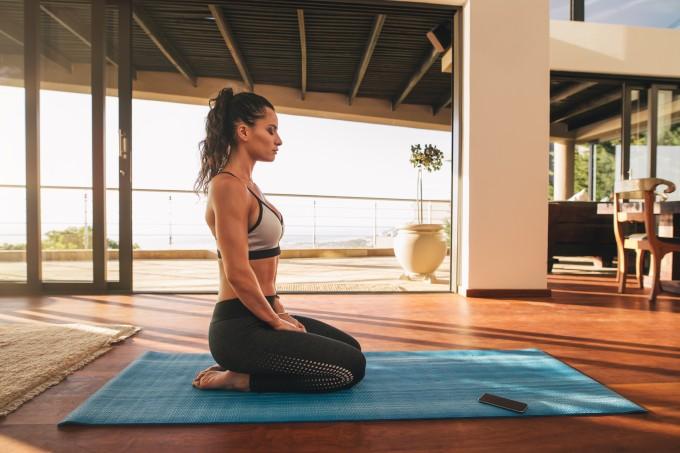 Como praticar ioga em casa