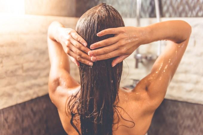 3 mitos sobre cuidados com o cabelo que você não deve levar a sério