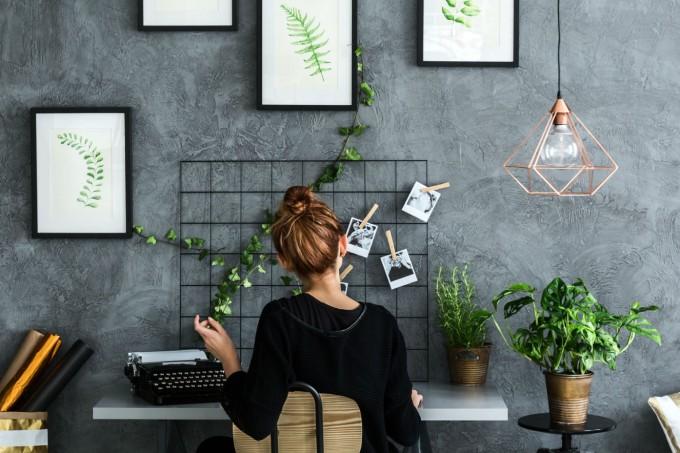 escritorio-com-plantas