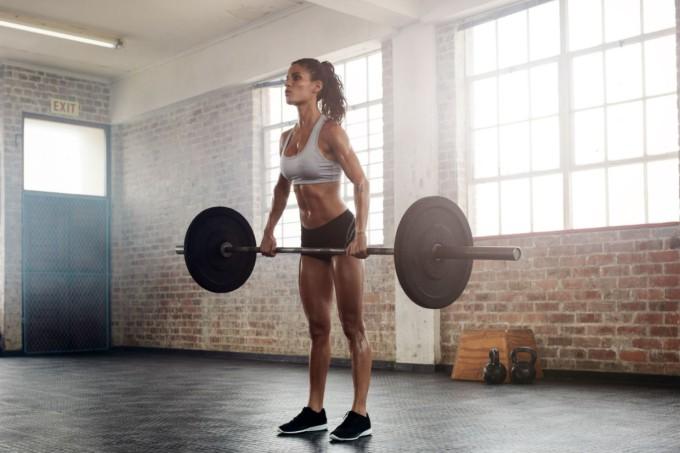 mulher-levantando-peso