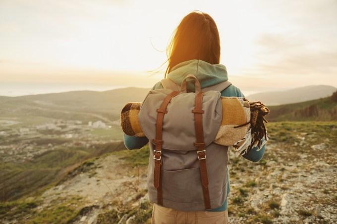 mulher-viagem-mochila
