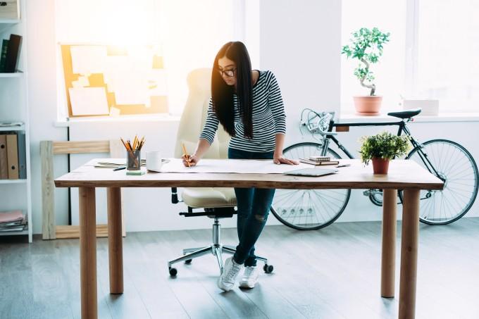 Quantas calorias são perdidas ao ficar mais em pé no escritório?