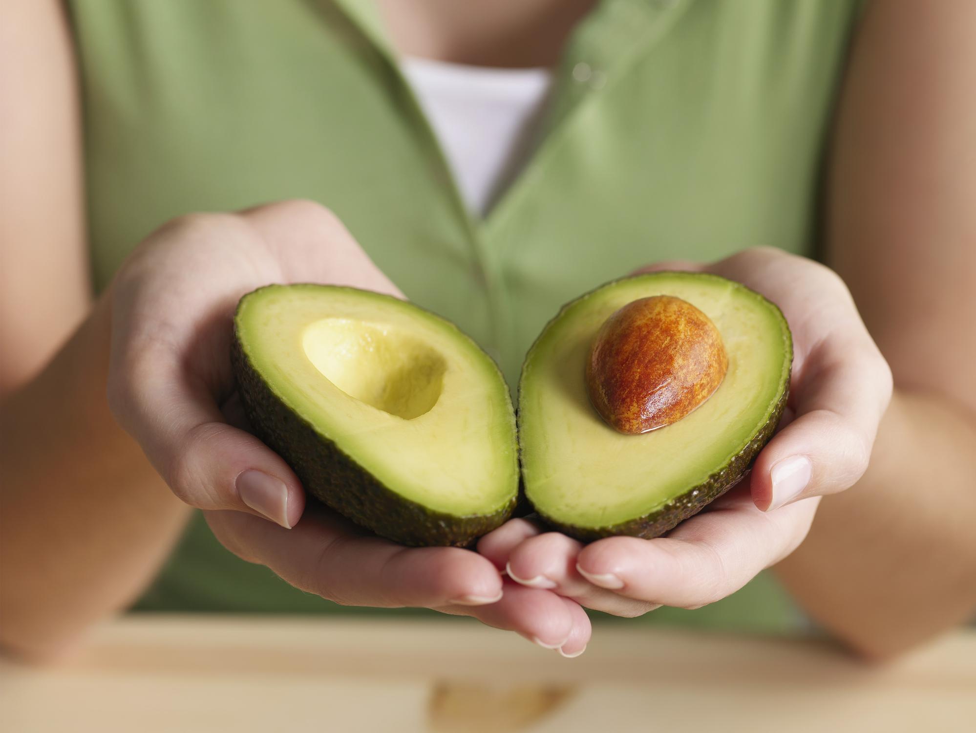 4 benefícios do abacate e receitas que farão você investir na fruta | BOA FORMA