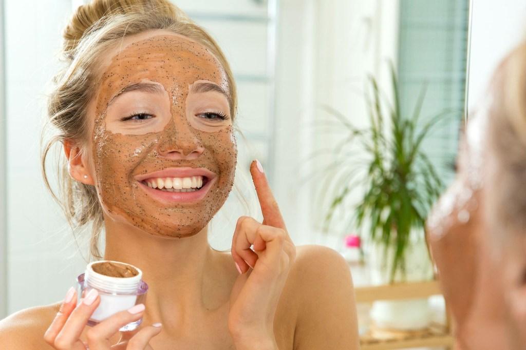 3 máscaras caseiras com café para reduzir olheiras, manchas ou espinhas |  BOA FORMA