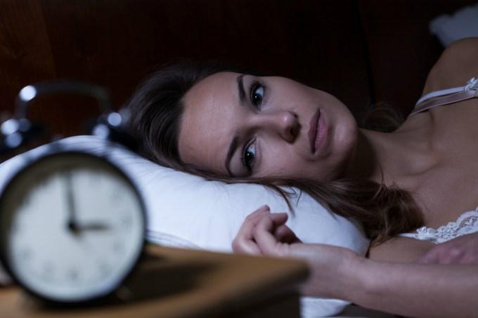 mulher-dormindo-tarde