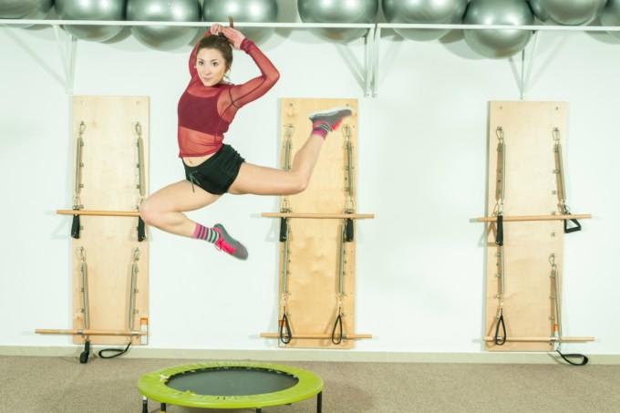 Mulher na aula de jump