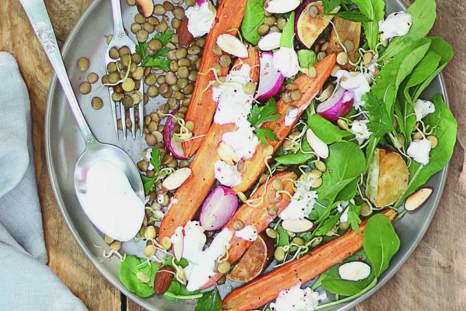 Salada completa com cenoura e cottage