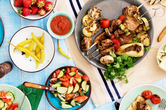 pratos-sauda-veis-mesa-azul