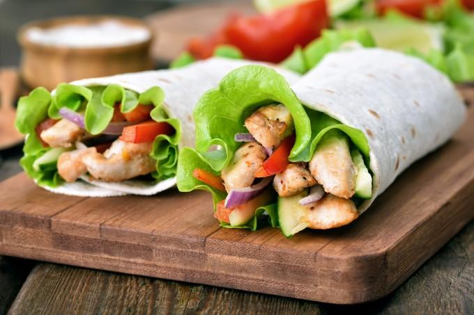 Wrap de frango e salada