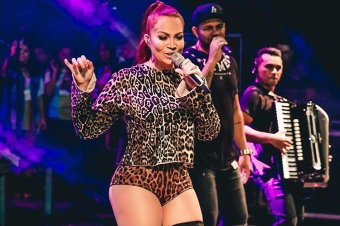 Solange Almeida em show