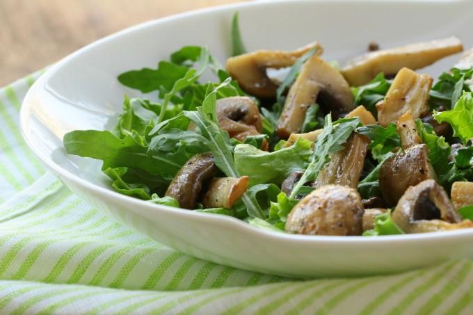 Salada de agrião com cogumelos