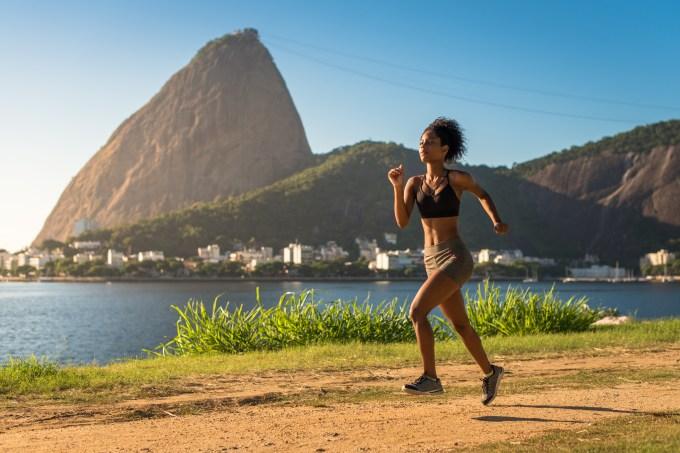 mulher correndo no rio de janeiro
