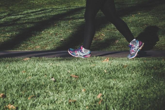 Uma simples caminhada de 10 minutos pode contribuir com a memória
